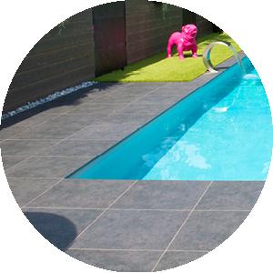 Plage de piscine : carrelage