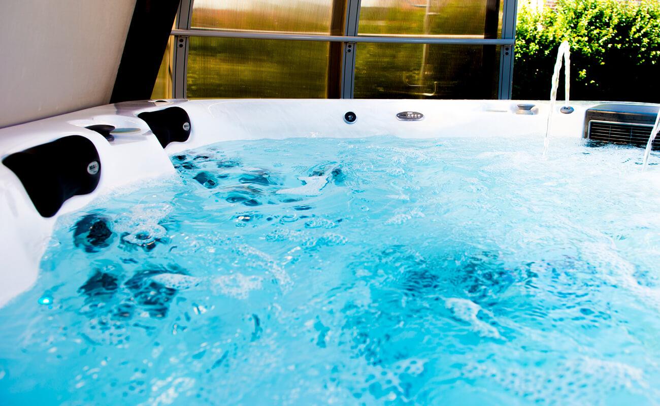 Zoom eau du spa Aquilus sous abri manuel à Valenciennes