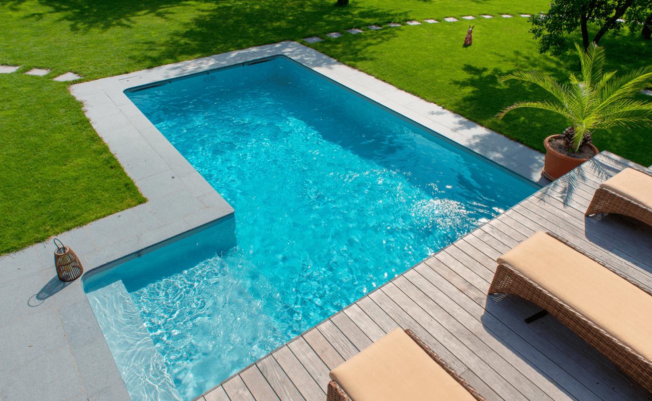 Classique et originale piscine modèle Maldives