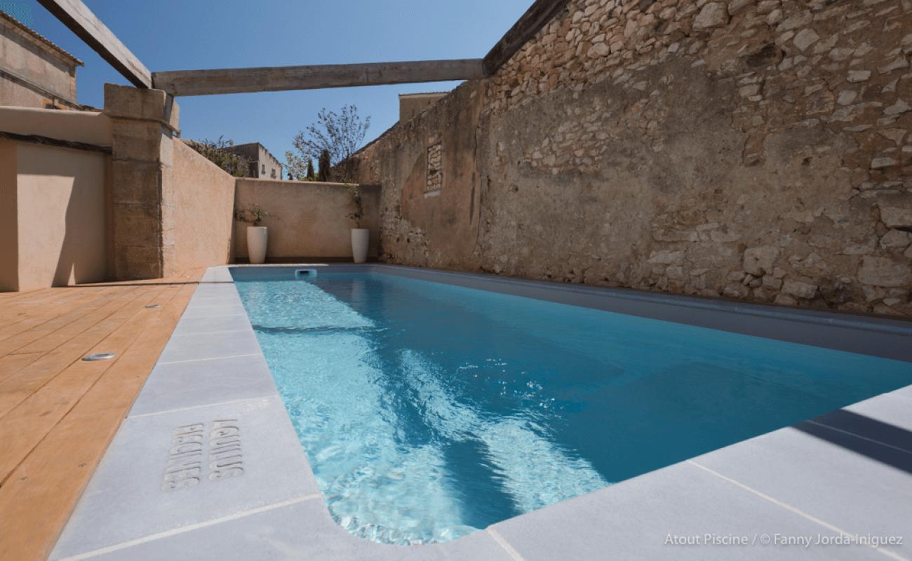 Rénovation extérieure avec piscine d'une ancienne bâtisse