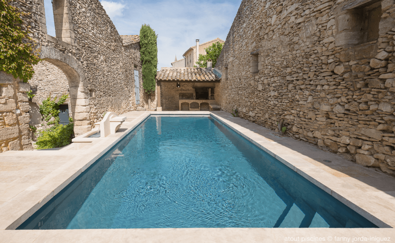 Piscine en Provence et fontaine de Jouvence Aquilus Uzès